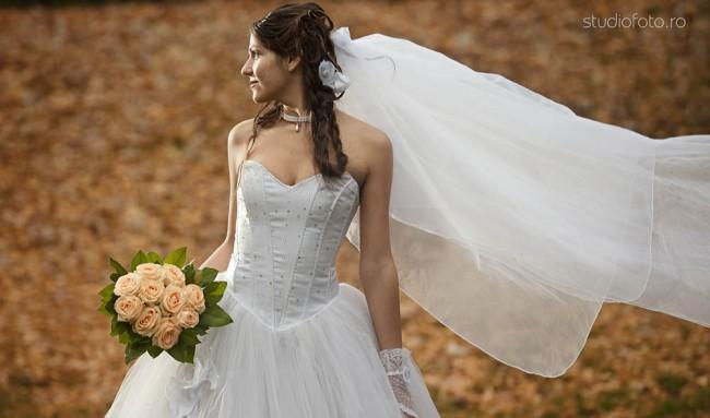 mireasa buchet voal - sedinta foto in parc - fotograf nunta - filmare nunta